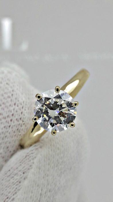 IGL ring met D/VS2 ronde diamant van 110 ct 14 kt goud  Details van het centrum van diamanten:Edelsteen: Natuurlijke diamantVorm: rondCarat gewicht: 1.10 ctKleur: DDuidelijkheid: VS2Metalen detailsItem: Solitaire diamantringGouden type: 14 kt massief geel goudGouden gewicht: 23 gGrootte ring: Ring grootte: 6 (USA) N (UK)Re-spanwijdte is kosteloosStijlnummer: FQ-03FedEx verzekerde verzendingUw land van verblijf kan opleggen van douane en invoerrechten.U bent van harte welkom om contact met…