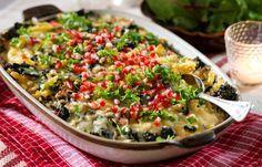 Laga en snabb och nyttig gratäng med grönkål, pasta och granatäpple. Följ vårt recept och få en krämigt god och vegetarisk gratäng på nolltid.