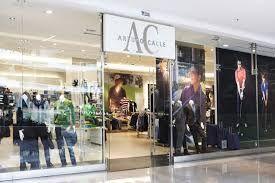 Confección Hombre: La actividad que desarrolla este negocio es la comercialización de prendas de vestir y complementos de moda masculina.