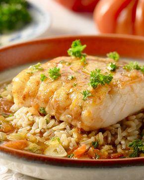 Een heerlijk zomers Spaans gerecht, deze tomatenbouillon met rijst en een sappig stukje kabeljauwfilet. Heerlijk fris en ook pittig!