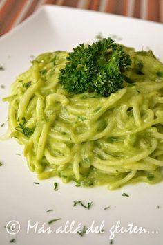 Espaguetis de Pepino con Salsa Cremosa de Espinaca (Receta SCD, GFCFSF, Vegana, RAW). Mas allá del gluten