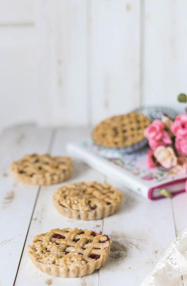 Receta inspirada en el libro de Ana de Tejas verdes Cookies, Cake, Desserts, Recipes, Food, Raspberry Filling, Almond Flour, Deserts, Bread Crumbs