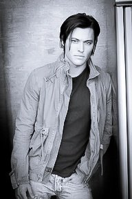 Blair Redford - I'm totally in love with him on Switched at birth.
