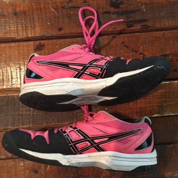 Asics Tennis Court Shoes Used for tennis season once. So they are still in rarely good condition!! Will clean them up before sending. asics Shoes Sneakers