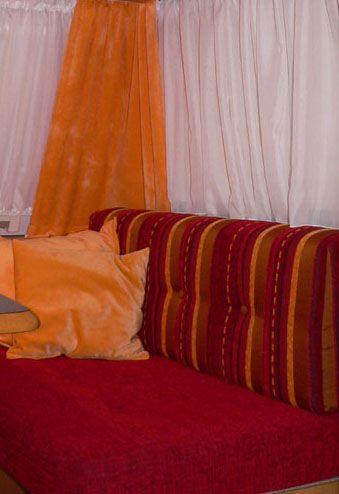 die besten 25 wohnwagen renovieren ideen auf pinterest vintage camperrenovierung caravan und. Black Bedroom Furniture Sets. Home Design Ideas