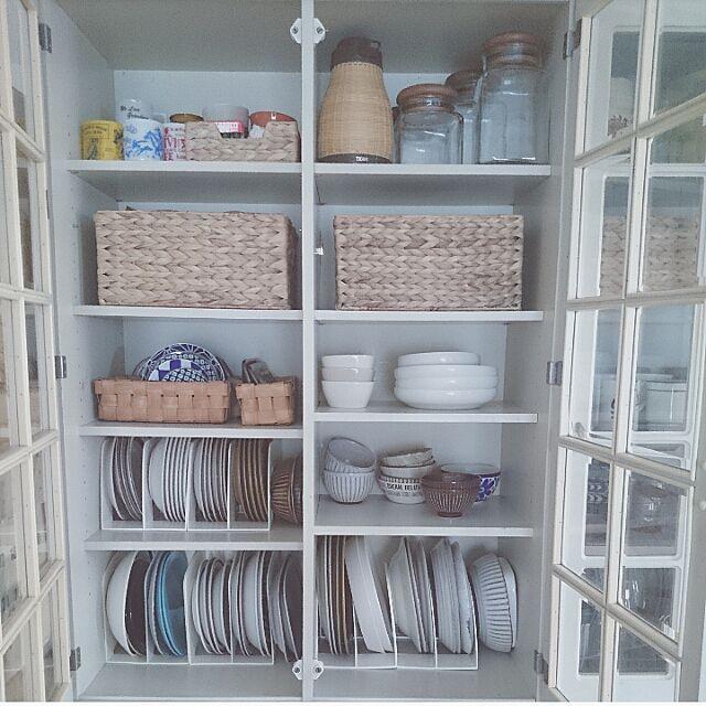 2LDKの食器棚/すっきり暮らす。/収納/ニトリ/棚についてのインテリア実例を紹介。「食器棚、収納見直し http://base224.blog.jp/archives/7051226.html 立てて収納で簡単便利♪」(この写真は 2016-10-04 13:12:08 に共有されました)