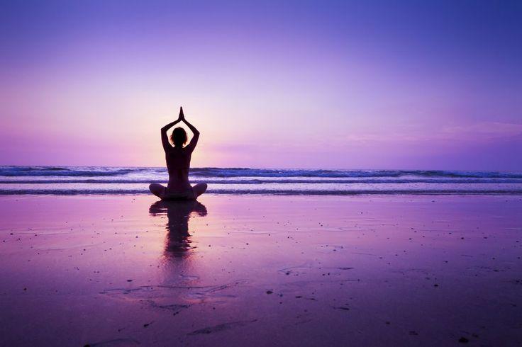 Nato in India 5000 anni fa, 'yoga' significa unione e si riferisce alla connessione tra corpo, mente e spirito. Purezza, bellezza, armonia e serenità, questi i suoi messaggi. Oggi sta diventando sempre più diffuso, in una società che stenta a trovare equilibri e certezze. Molti di noi si avvicinano alla pratica dello yoga anche perchériduce l'ansia, gli attacchi di panico e la depressione. Le risposte che si cercano possono arrivare in sessioni di yoga che trasportano in un mondo diverso…