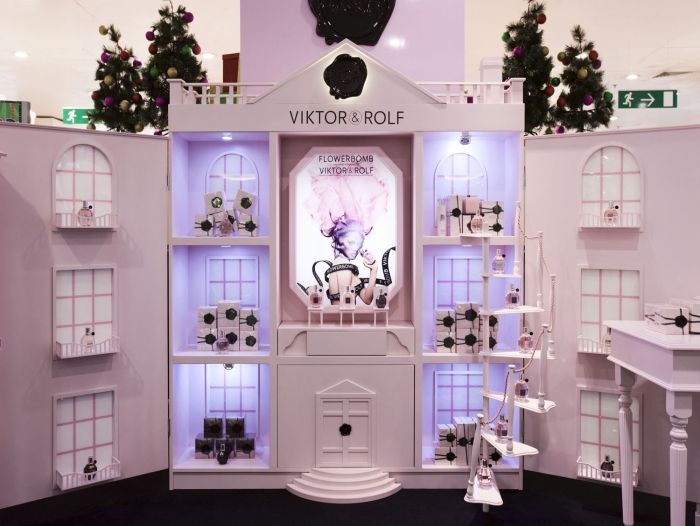 Yet another side of big-sized doll house for the retail?