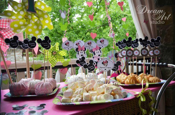 Кенди-бар для детского день рождения в стиле Минни Маус.