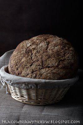 Przyznaję, chlebów upiekłam już setki. Od prawie czterech lat, mniej więcej co drugi dzień piekę w domu bułki lub chleb. Przerobiłam już ...