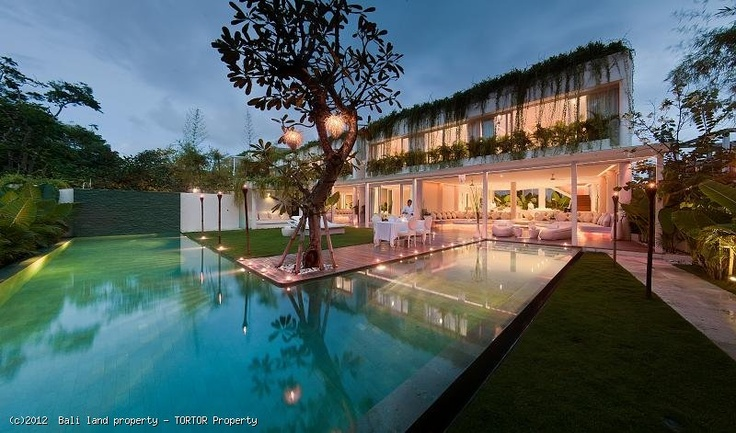 Bali villa 3 bedroom for sale offering ocean views. This villa property in Bali has 2 floors with large pool, 3 ensuite bedrooms and a jacuzzi on the top floor.