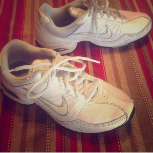 SALE  Women's Nike Training Shoes Reduced from $20  These white women's Nike training shoes are one of the most comfortable pairs of shoes I used for running. Only wore for about 6 months so the shoes are pre loved. Price reflects that. Nike Shoes