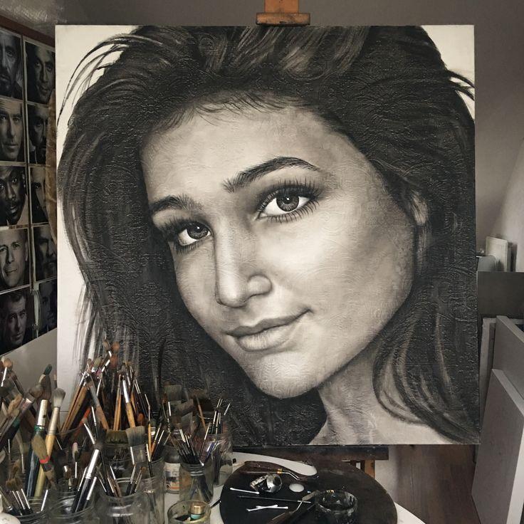 Meer dan een half jaar heb ik er in het geheim aan gewerkt. Vandaag krijgt ze dit cadeau voor haar 20e verjaardag mijn lieve dochter Dominique! #saskiavugts #portrettist #kunstenaar #portretschilder #schilderij #portret #portrait #portretopdracht #olieverfportret #olieverfschilderij #actrice #actress #portraitpainting #oilpainting #kunst #art #pastelart #portraitart #painting #faces #closeup #portretten #olieverfportretten #oilportraits #galerie #painting #hyperrealisme #gezicht #olieverf