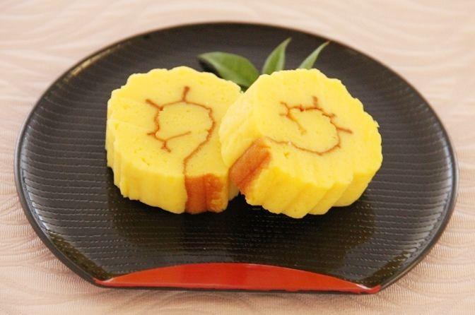 玉子焼きフライパンで黄金色にかわいく焼き、仕上げます。甘すぎず、優しい味です。【レシピ出典:東京ガス 「食」情報センター】