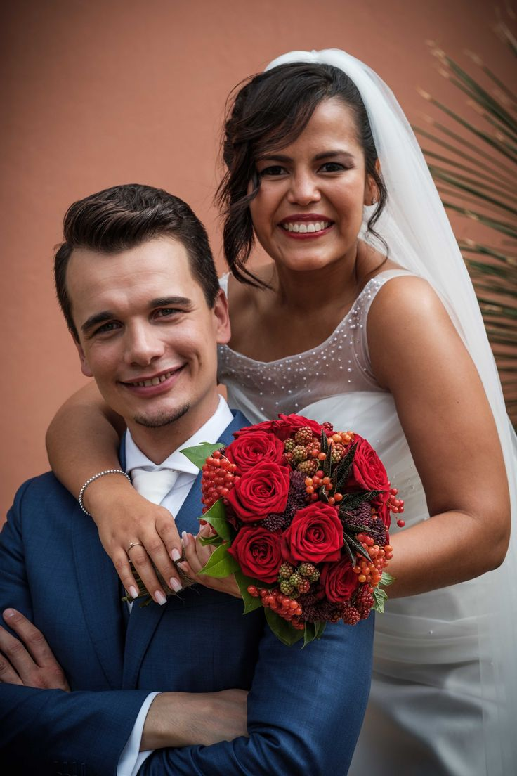 Rood bruidsboeket gemaakt door Bloemenweelde in Amsterdam!
