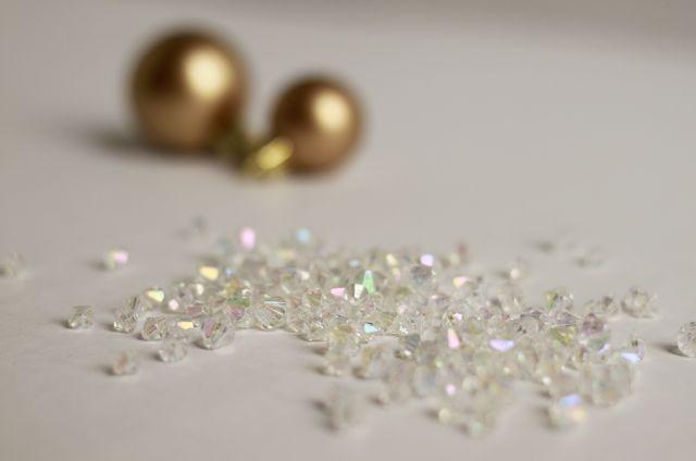 do it yourself divas: DIY: Jeweled Ornaments