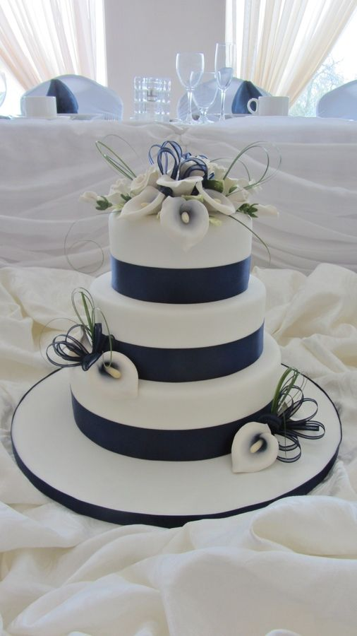 Navy Blue Calla lilies — Round Wedding Cakes