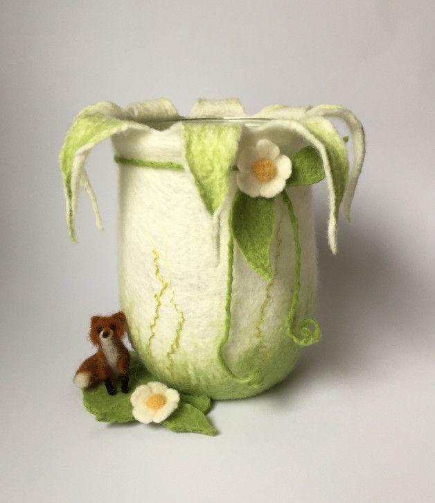 Landliches Windlicht Aus Feiner Merinowolle Handgefilzt Ideal Auch Als Vase Fur Wiesenblumenstrausse Ranken Oder Zweige Das In 2020 Filzen Nadelfilz Gefilzte Blumen