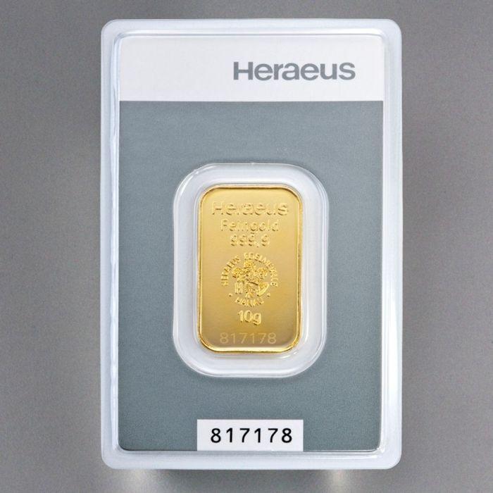 Gold bar 10 gram Heraeus - 999 fine gold - met certificaat en serienummer  Heraeus gouden bar van puur 9999 fijn goud.Deze zeer fijne goudstaven kom in credit card formaat met blisterverpakking met motief postzegels en veilig afgesloten!Ze werden geproduceerd door Heraeus edele metalen / Umicore (goudstaaf) & ALSS EURL (zak munt).Deze unieke bars worden verzonden in een zak ALSS verzendkosten voor optimale bescherming.Goud is altijd gefascineerd mensheid en trekt iedereen met haar bijna…