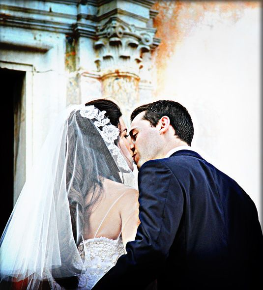 Professional wedding photography anywhere anytime! Love your wedding photos forever.