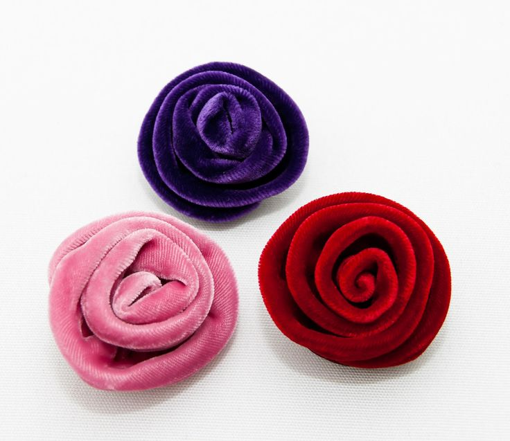 Treat yourself or surprise a good friend with a lovely gift of this beautiful soft pink handmade velvet medium corsage swirl rose brooch by New Zealand designer Tamsin Cooper. Swap the brooch between different jackets or dresses as needed. The size is approximately 5cm x 5cm but each rose brooch is unique. More designs available from Gorgeous Creatures.