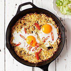 Pieczony placek ziemniaczany z jajkami i chili | Kwestia Smaku
