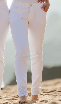 78 dames stretch skinny fit nu direct leverbaar uit voorraad. mooie witte dames broeken met half hoge taille. deze broek heeft een erg mooie pasvorm