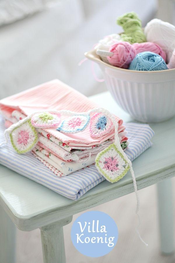 ༺༺༺♥Elles♥Heart♥Loves♥༺༺༺ ...........♥Crochet Bunting♥........... #Crochet #Bunting #Crochetbunting #Garland #Flag #Decorate #Tutorial #Pattern #Vintage #Handmade ♥Crochet Bunting by villakoenig