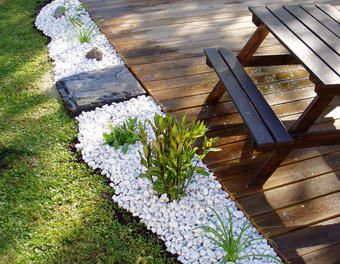 Holzterrasse aufgehübscht Garten,Holzterasse,Beetumrandung