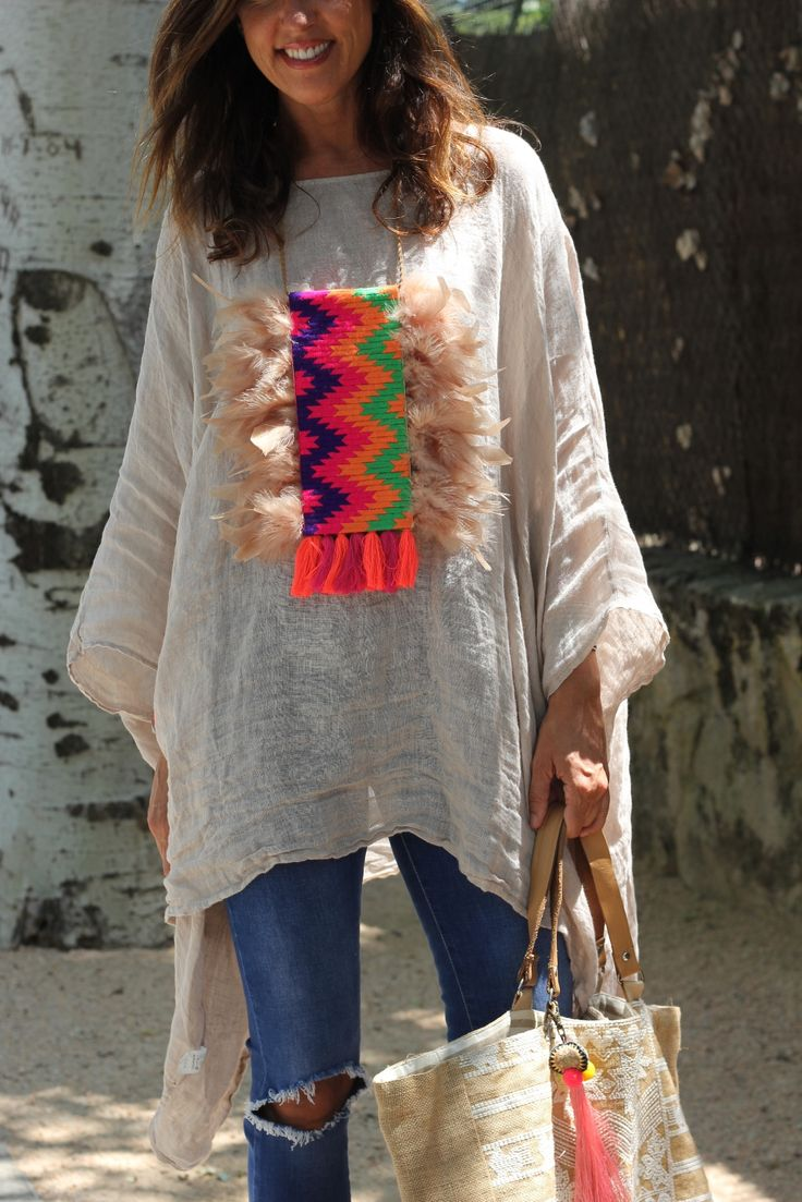 Collar Thai 3 . Collar hecho a mano con telas vintage, plumas naturales y flecos.