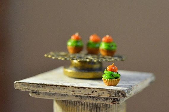 Dollhouse Food Miniatures 4pc Set of Cake with Pumpkin от Galchi