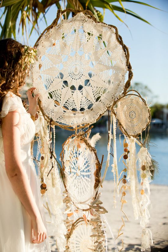 Bohemian Waterside Wedding Inspiration Atrapa sueños.