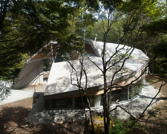 Doublenegatives Architecture - House in the Yatsugatake Mountains, Nagohara 2014. Located in a densely wooded site, the architects developed a computational algorithm that generated the deign based on environmental factors, such as tree locations, wind speed and directions, solar paths, undulating topography, and passive temperature control. Via, photos © Kenta Ichikawa, the architects.