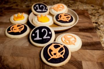 """25 DIY Ways To Get Ready For """"Catching Fire"""""""