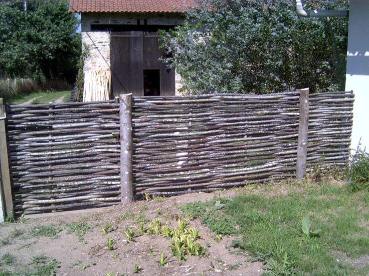 17 meilleures id es propos de cloture chataignier sur pinterest cloture bambou cl tures de - Cloture de jardin rustique ...