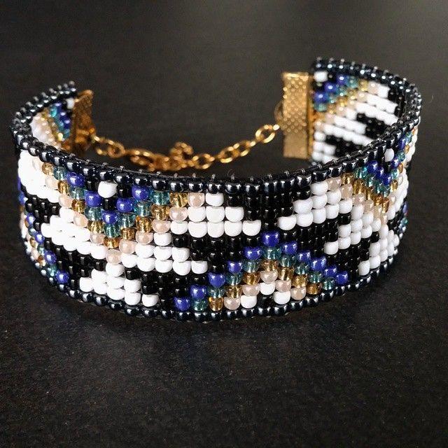 Bracelet en perles tisées avec motifs aztèque