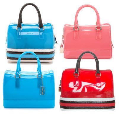 Cel mai mare impact o ai cu o geanta in culori neon, din jeleu transparent #gentifurla #gentineon