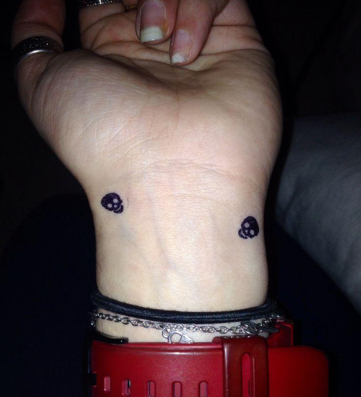 Fake tattoo  Two Little skull  Tiny