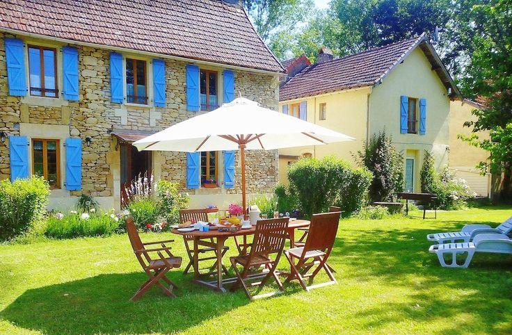 Villa Hibiscus farmhouse sleeps 8