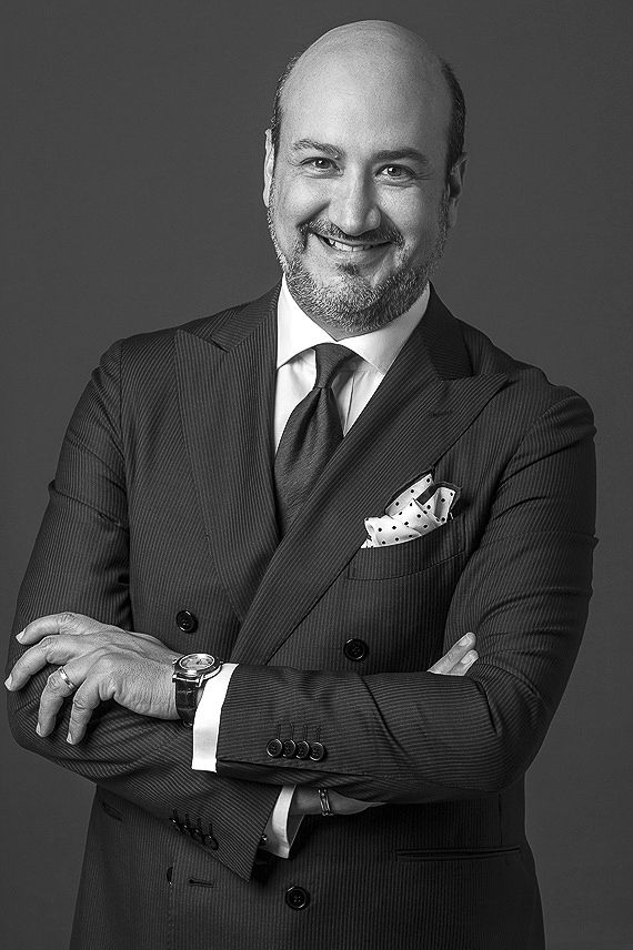 Simple, awesome professional headshot photography for CEO and Industry Manager.  https://www.eliocarchidi.com/prezzi-servizi-fotografici-professionali/