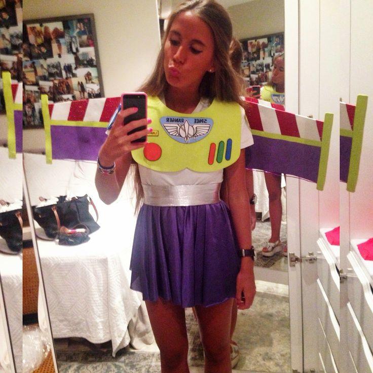Después de la foto que subí en verano a mi instagram (@elisaserranot) disfrazada de Buzz Lightyear, recibí y sigo recibiendo muchos c...