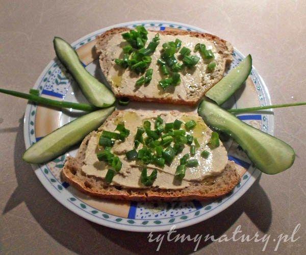 Hummus to świetna propozycja kulinarna na spotkania towarzyskie czy randki. Chcesz zaskoczyć znajomych lub partnera? Uracz ich własnym hummusem!