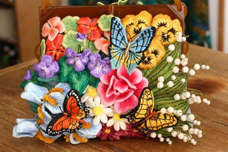 PieniSieni(ピエニシエニ)今年一番最初の作品が出来ました!  去年からコツコツ作ったフェルト刺繍のモチーフ達を飾り付けたバッグ。 作るのに...