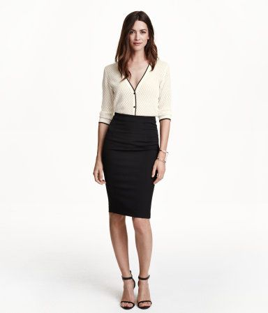Knee-length, fitted pencil skirt in thick stretch jersey. Visible zip at back. Unlined.