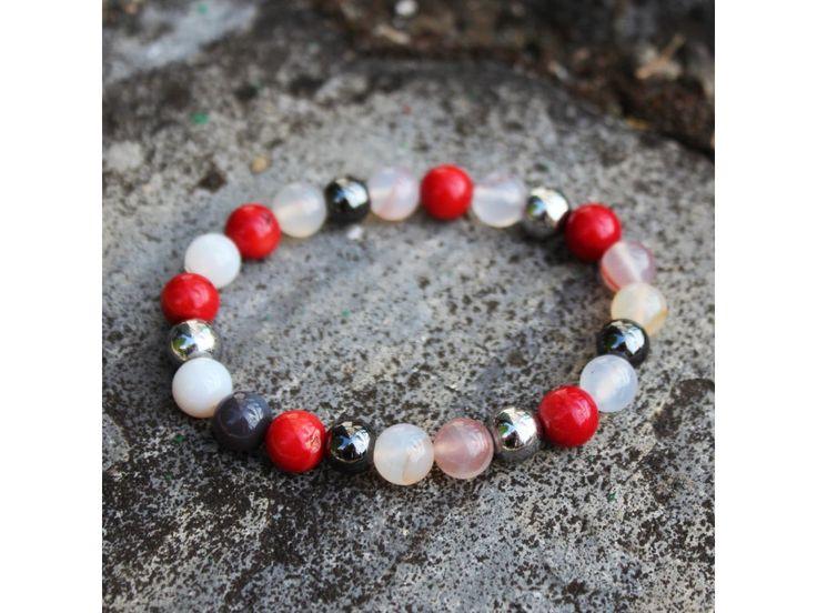 Dámský náramek z 8 mm přírodních kamenů korálu, achátu botswana a postříbřeného hematitu.   Dodáván v dárkové krabičce.