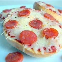 Pizzetas caseras receta - Recetas de Allrecipes