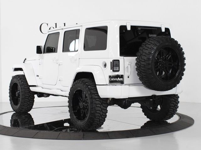 2013 Jeep Wrangler Unlimited Sahara 4X4 - Photo 5 - Sarasota, FL 34243