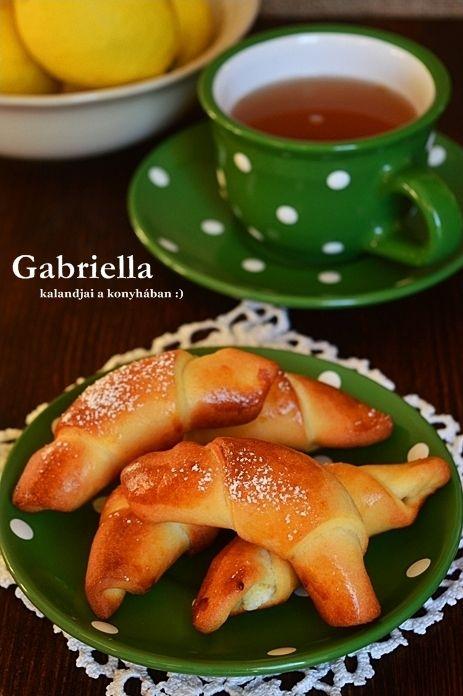 Gabriella kalandjai a konyhában :): Citromos-túrós kiflik - dagasztás és kelesztés nélkül