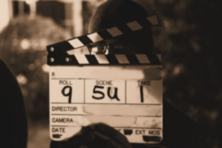 I corsi accademici sono corsi professionali annuali e biennali di Regia, Recitazione, Produzione, Sceneggiatura, Direzione della Fotografia, Tecnica del Suono e Montaggio.
