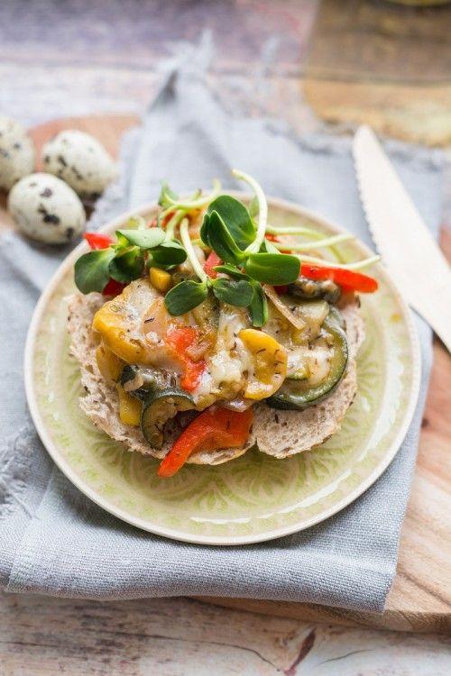 Fűszeres zöldségszendvics napraforgócsírával recept